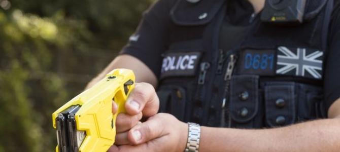 23.04.2020 - Solicitare adresată ministrului Afacerilor Interne, pentru dotarea de urgență a polițiștilor cu dispozitive cu electroșocuri, așa cum prevede legea votată anul trecut